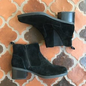 CLARKS SOFT  CUSHION ANKLE BOOTIE SUEDE Size 7.5